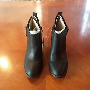 Universal Thread sz 11 black boots